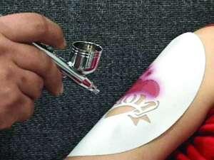 Bar à tatouages temporaires